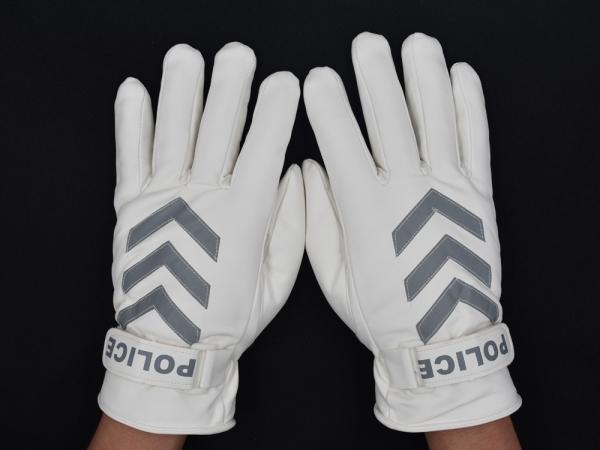 警察的白色手套都有什么具体的作用