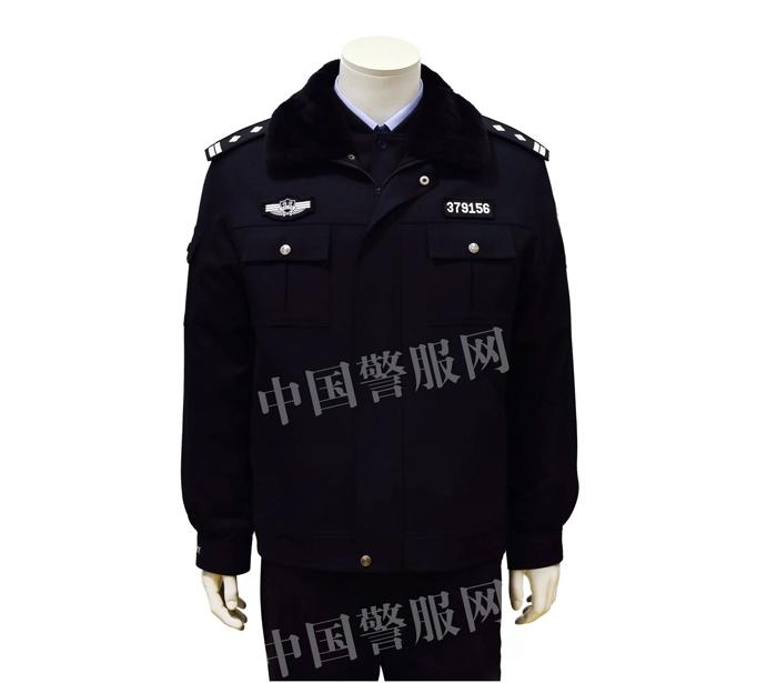 聊城警察冬执勤服