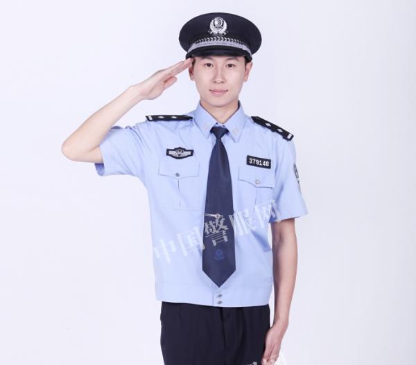 警察夏执勤服