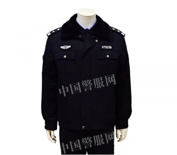 警察冬执勤服