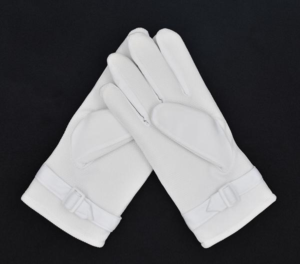 白色绒手套